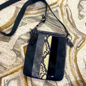 💕 Coach black creme leather fabric crossbody bag